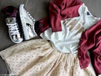 naturino_sneakers_argento_specchio_look_bambina_gonna_tulle_glitter_t-shirt_kiabi_momeme