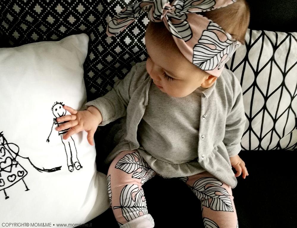 mamasita_design_look_bambina_neonato_fascia_capelli_leggings_foglia_tropic_maglia_volant_follie_follie_cuscino_famiglia_dede_handmade_momeme