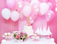 festa_compleanno_rosa_personalizzazione_palloncini_piatti_torta_fiori