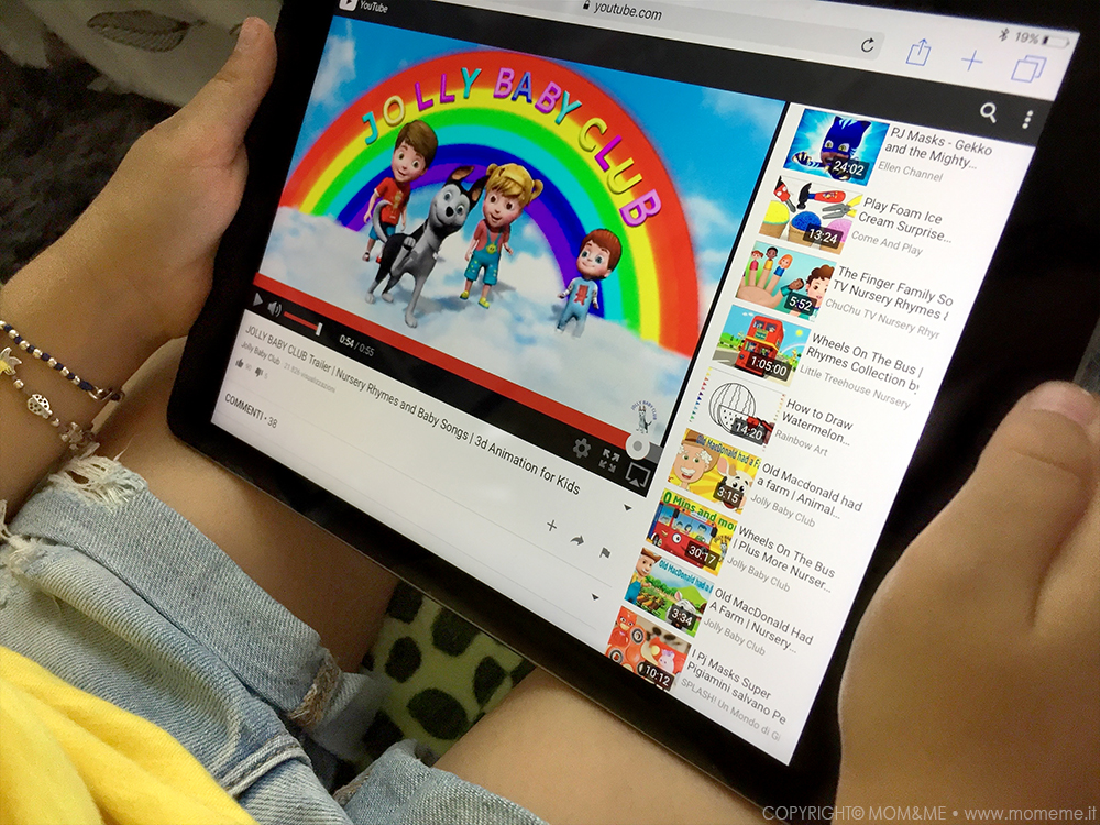 Bambini_tecnologici_imparare_inglese_app_youtube_giochi_canzoni_tablet_jolly_baby_club_momeme
